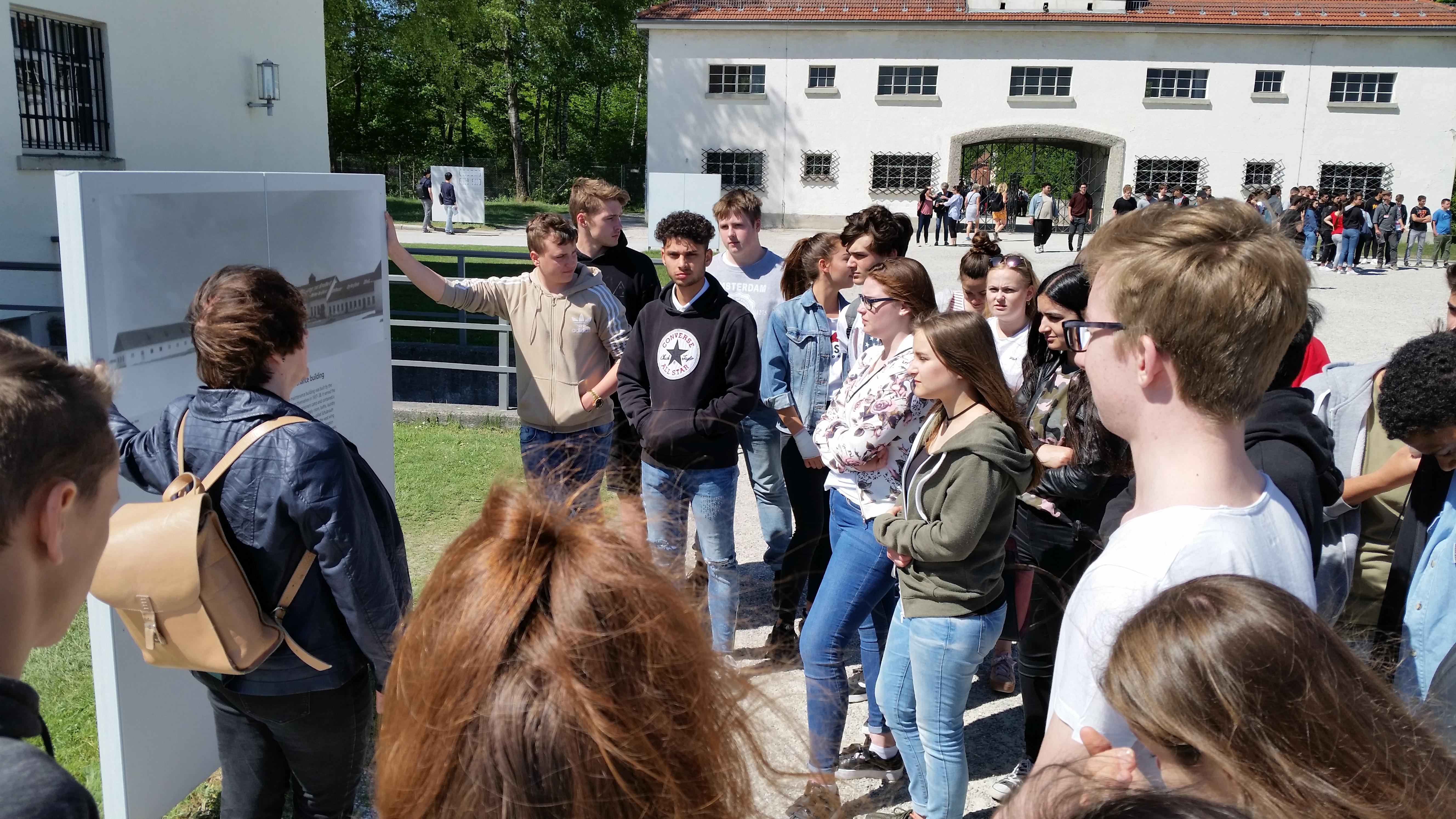 Besuch der zehnten Klassen im ehemaligen Konzentrationslager Dachau